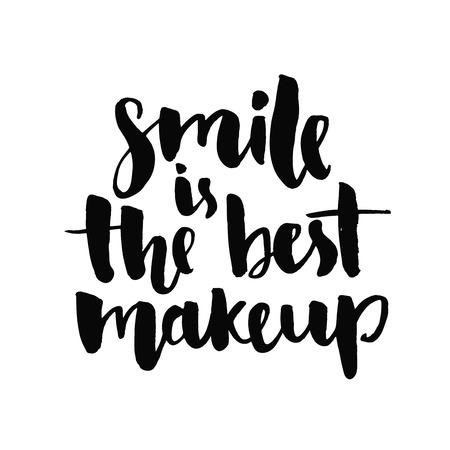 ?  ?    ?  ?    ?  ?    ?  smiling: La sonrisa es el mejor maquillaje. Cita inspirada manuscrita con tinta negro y el pincel, letras de encargo para carteles, camisetas y tarjetas. vector de la caligrafía aislado en el fondo blanco