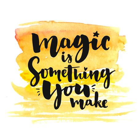 hacer el amor: Magia es algo que haces. letras cepillo en amarillo textura de la acuarela. cartel de la tipografía con la cita inspirada, tarjetas de felicitación romántica para San Valentín