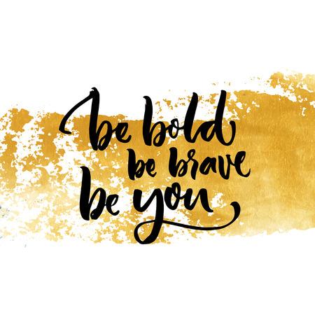 Siate audaci, essere coraggiosi, essere voi. Ispirazione dicendo calligrafia su Golden colpo di pennello asciutto Archivio Fotografico