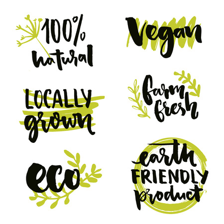 productos naturales: Localmente crecido etiqueta y signo vegana. producto amistoso de la tierra, Gmo diseño de etiqueta libre. Cultivar inscripción fresco. Vector 100 insignias naturales con garabatos dibujados a mano y el texto