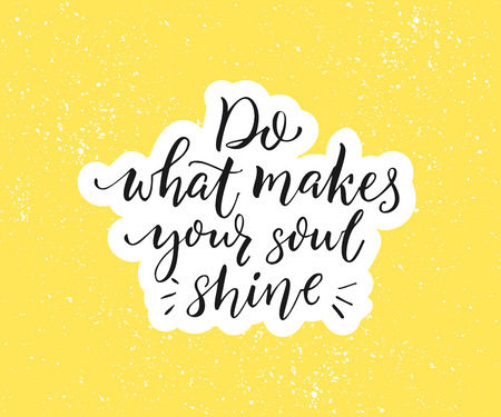 당신의 영혼이 빛나는 이유를 만드십시오. 긍정적 인 고무적인 견적. 노란색 브러시 달 필 검정색 배경입니다. 동기 부여 포스터 및 인사말 카드 벡터