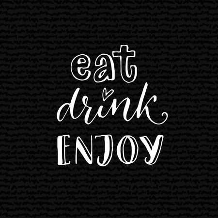 Essen, trinken, genießen Inspirierend Zitat für Café oder Bar Poster. Hand Schriftzug Design auf schwarzem Hintergrund Vektorgrafik