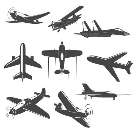 Set van vintage vliegtuigen vanuit verschillende invalshoeken. Planes silhouetten. battle-plane. Logo, embleem, label design elementen in vector. Stock Illustratie