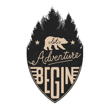 Laat avontuur beginnen Vintage Op Forest Badge. Wilde beer. T-shirt of label design template. Vector Illustratie. Stock Illustratie