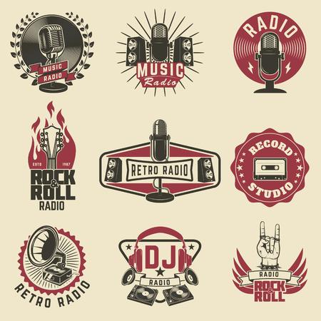 etiquetas de radio. de radio retro, disco de estudio, rock y roll radio emblemas. micrófono viejo estilo, las guitarras. Elementos de diseño de logotipo, etiqueta, muestra, placa.