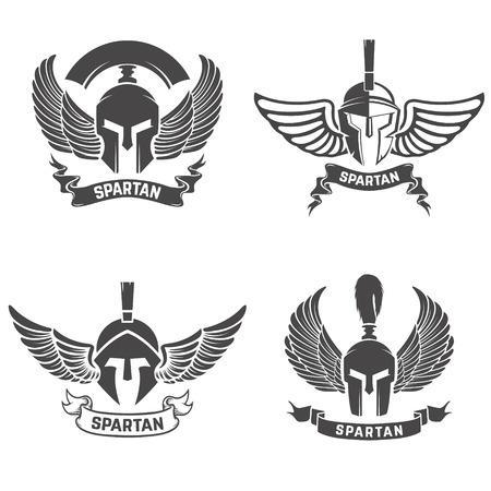 Impostare dei caschi spartane con le ali. Elementi di design per il logo, etichetta, emblema, segno, marchio di marca. Illustrazione vettoriale.