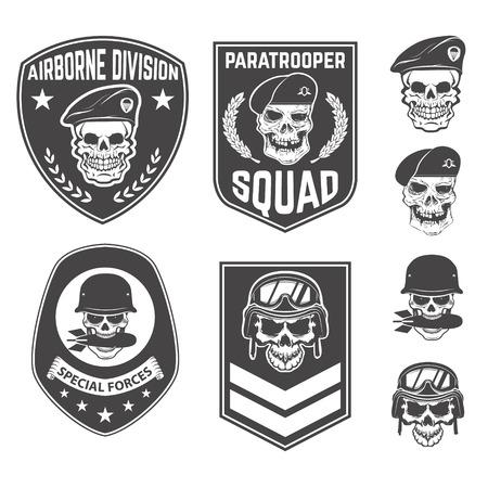 Set van militaire emblemen en design elementen. Schedels met militaire hoofdtooien. parachutist. Airborne divisie. Design elementen voor embleem, kenteken, label. Stock Illustratie
