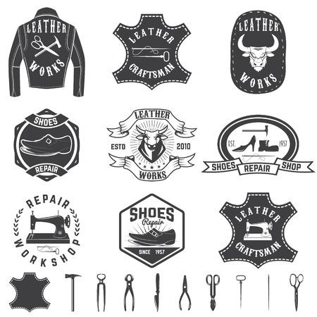 Set van reparatie workshop labels en ontwerpelementen. Lederwerken, schoenreparatie, kledingfabriek.