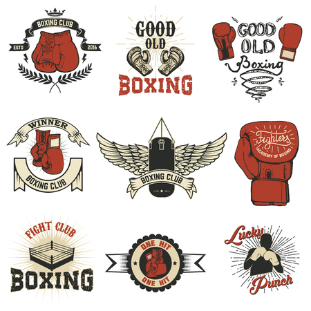 Boxing. Boxing club labels on grunge background. T-shirt print template. Design elements for logo, labe, emblem. Vettoriali