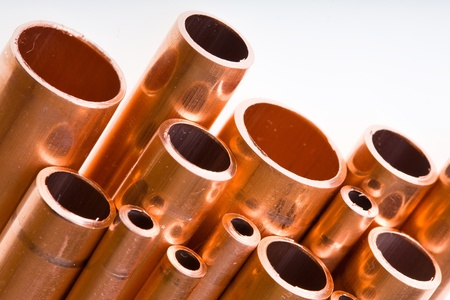 Set of copper pipes of different diameter lying in one heap Foto de archivo