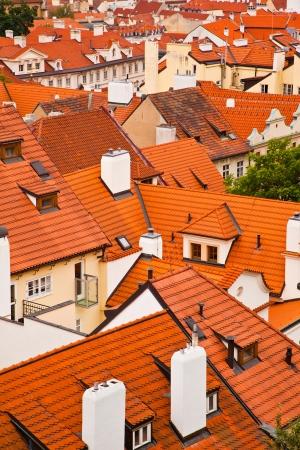 flue season: Tejados de la antigua ciudad de Praga, Rep�blica Checa