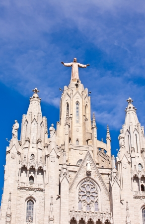 cor: Jesus Christus Statue (by Josep Miret) at Expiatory Church of the Sacred Heart of Jesus (Temple Expiatori del Sagrat Cor) on summit of Mount Tibidabo in Barcelona, Catalonia, Spain.