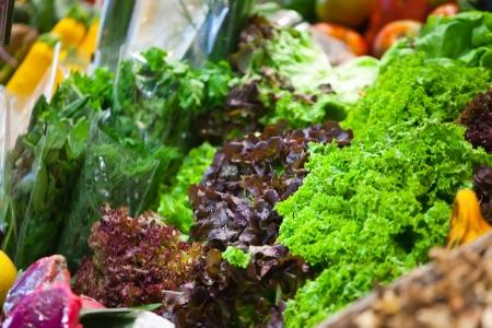 potherbs: Las hortalizas verdes frescas que ponen en el mercado extraburs�til