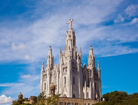 sagrat cor: Jesus Christus Statue (by Josep Miret) at Expiatory Church of the Sacred Heart of Jesus (Temple Expiatori del Sagrat Cor) on summit of Mount Tibidabo in Barcelona, Catalonia, Spain.