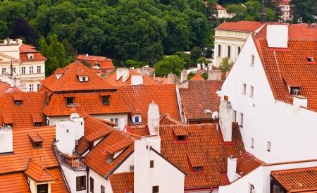flue season: Los techos de teja de la ciudad vieja. Praga, Rep�blica Checa Foto de archivo