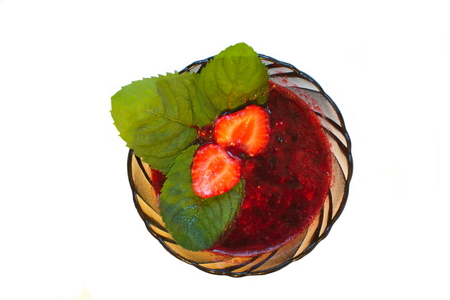 strawberry jam: the strawberry jam with whole berries and mint leaves