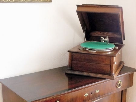 castles needle: Picture time visiting historical buildings captures the old machine and the sound reproduction turntable  Stock Photo