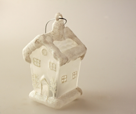 Little white house, Christmas decoration to put on the tree Stock Photo - 8202139