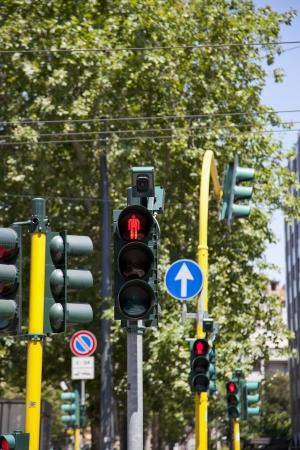 se�ales transito: Imagen de las luces de la ciudad y otras se�ales de tr�fico