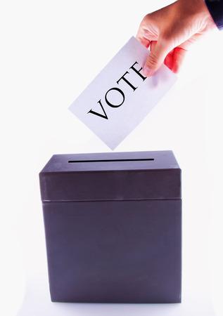 political system: Urna de voto, con la mano masculina publicar voto Foto de archivo