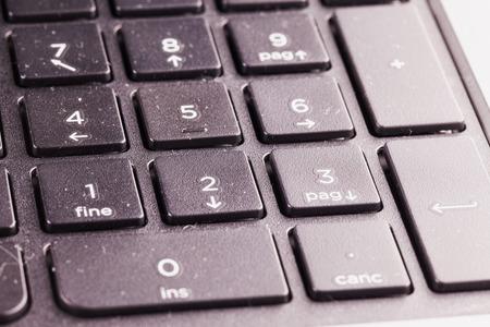 teclado: Teclas num�ricas del teclado negro de la computadora port�til, cierre para arriba, horizontal de la imagen Foto de archivo