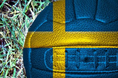 bandera de suecia: El indicador de Suecia sobre el fútbol de la vendimia, horizontal de la imagen