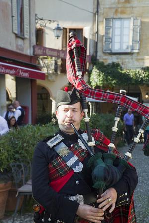 orta: ORTA, ITALY - SEPTEMBER 25, 2016: Scottish bagpiper at public event in Orta, Italy Editorial