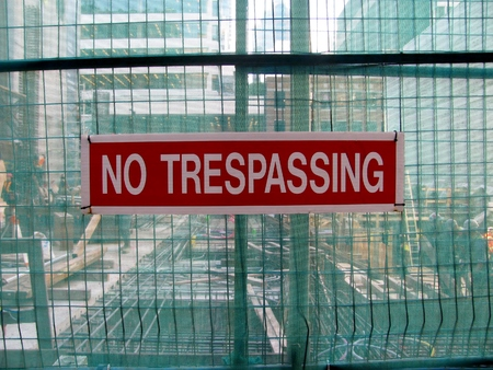 trespassing: No trespassing as warning message on metal grid wall Stock Photo