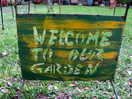 私たちの庭のサインへようこそ