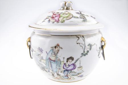 Pot de porcelaine antique Banque d'images - 46276889