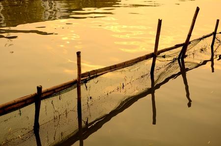 redes de pesca: redes de pesca en el agua Foto de archivo