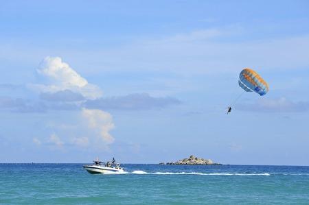 sea sports: parachute- sea sports