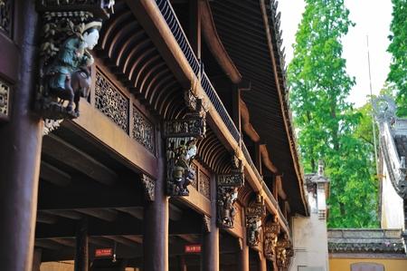 talla en madera: Talla de madera de China antigua etapa de primer plano Foto de archivo