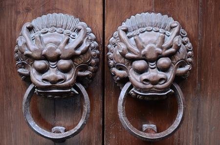 knocker: Chinese lion door knocker