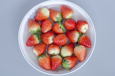 gules: A dish of strawberries