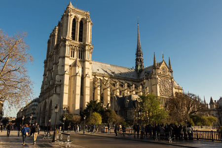ile de la cite: Paris, France-November 28, 2015: The cathedral Notre Dame is a historic Catholic cathedral on the easern half of the Ile de la Cite in the 4th arrondissement of Paris, France.It is the largest and most well known church building in the world.