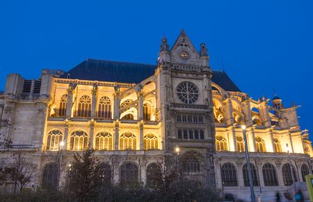 llegar tarde: La iglesia de Saint Eustache de Saint Eustace'l'eglise es considerada una obra maestra de la reputaci�n de la iglesia g�tica tard�a architecture.The era lo suficientemente fuerte en el momento para que pueda ser considerado como el �rea para los j�venes comuni�n recevoir Luis XIV.