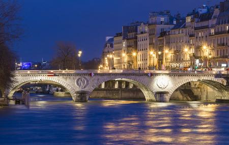 ile de la cite: The pont Saint- Michel is a bridge linking the Place Saint-Michel on the left bank of the river Seine to the Ile de la Cite in Paris, France. The present 62-metre-long bridge dates to 1857.