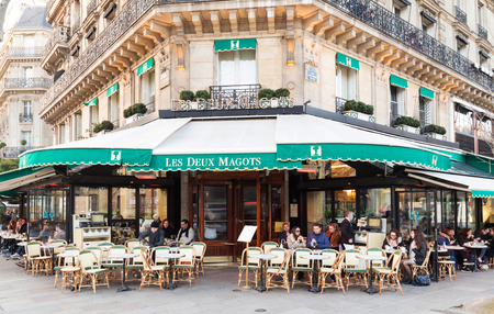 Paris France-February 15 , 2017 :The cafe Les Deux magots located at the corner of boulevard Saint Germain and rue Saint Benoit . It was once home to intellectual stars, from Hemingway to Pablo Picasso. 新聞圖片