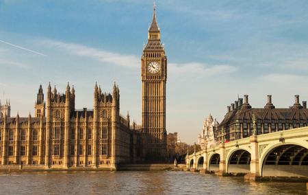 ロンドン、英国でビッグ ・ ベンの時計塔。