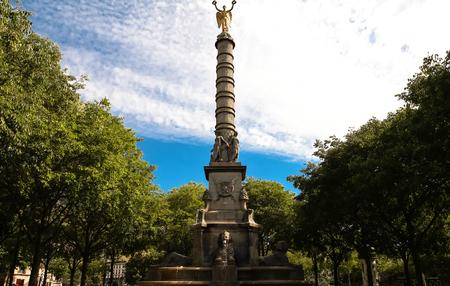 De Fontein du Palmier (1750 - 1832) in Place du Chatelet, Parijs.