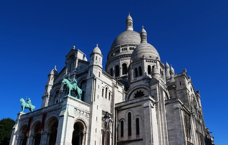 sacre coeur: The basilica of Sacre-Coeur in Montmartre, Paris.