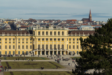 schloss schonbrunn: The Schonbrunn Palace is a former baroque imperial summer residence located in Vienna.