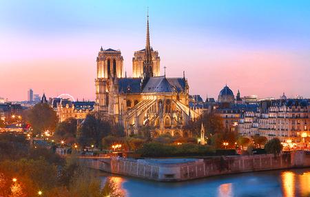 일몰, 파리, 프랑스에서 노 틀 담 성당. 스톡 콘텐츠