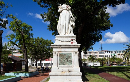 Fort-de-France, Martinique - 8 février 2013: La statue décapitée de l'impératrice Joséphine.