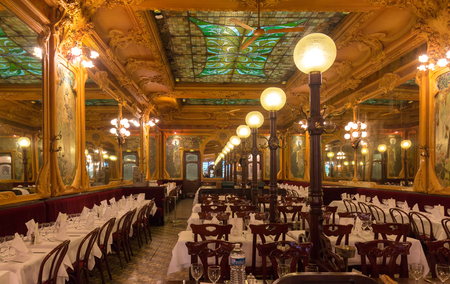 Brasserie Julien is historical monument of Paris .It was founded in 1903. Stok Fotoğraf - 101633943