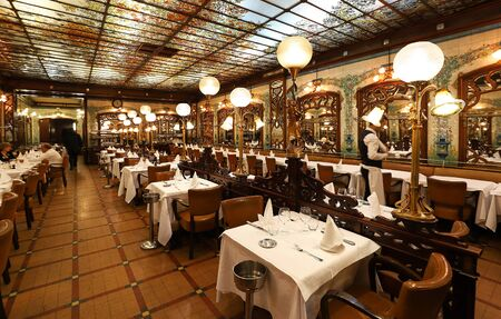 Montparnasse 1900 is historical restaurant located in Montparnasse quarter. It is famous for its Art Deco look and Belle Epoque ambiance.