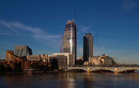 The view of Londons city hall and modern skyscrapers . 免版税图像