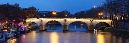 The Panoramic view of bridge Ponte Marie over Seina river at night , Paris, Europe. 版權商用圖片