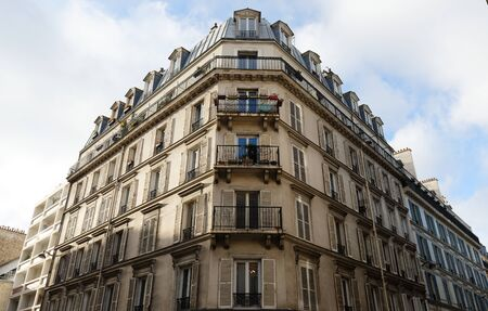 Traditional French house with typical balconies and windows. Paris. 版權商用圖片